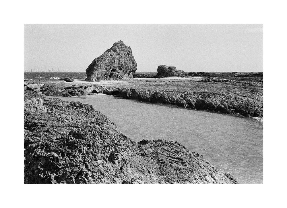 20181103 - Roll 263 - 021-Nick-Bedford,-Photographer-Black and White, Currumbin Rocks, Kodak TRI-X 400, Leica M7, Seascape, Voigtlander 35mm F1.7.jpg