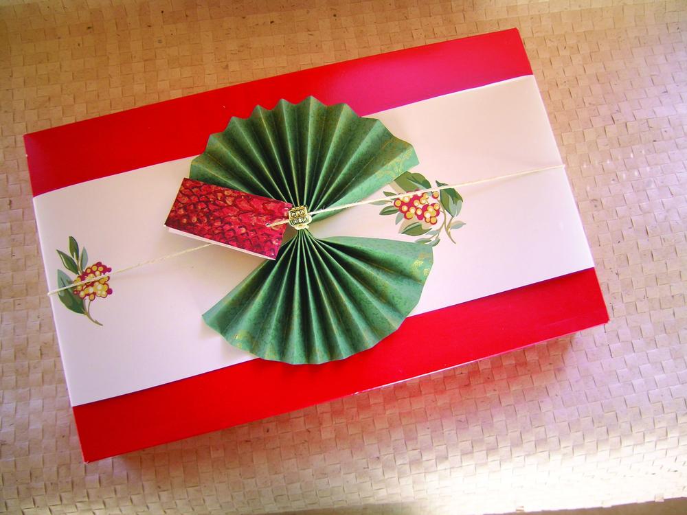 wrap wallpaper fan bow.jpg