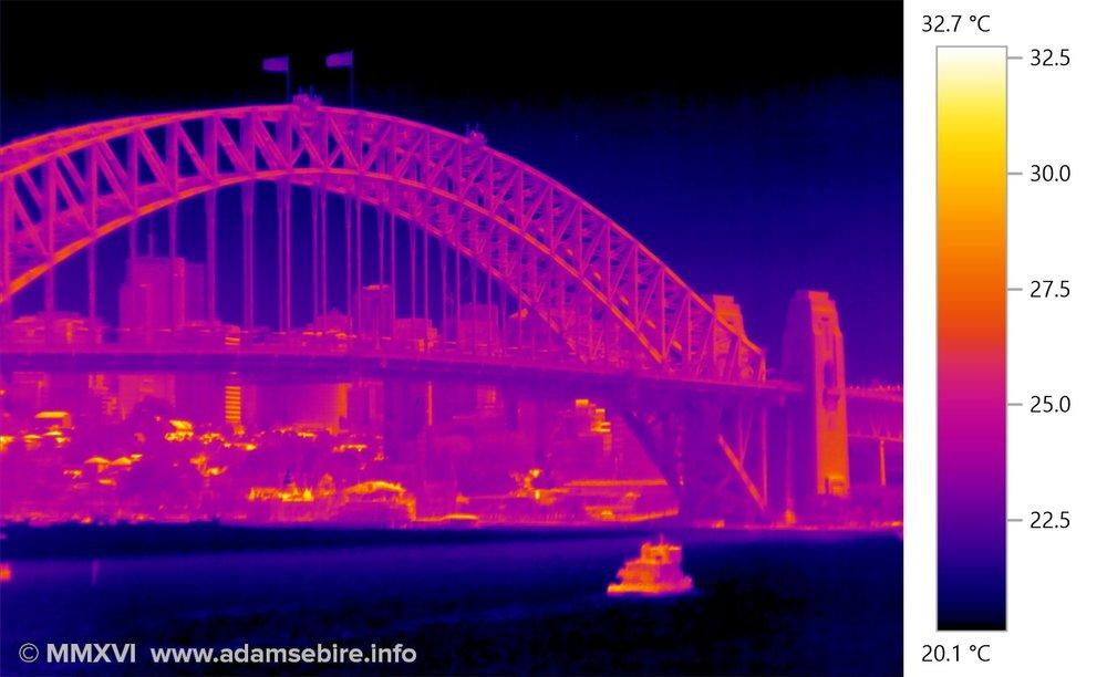 Thermographic heat image — Sydney Harbour Bridge — IR001521