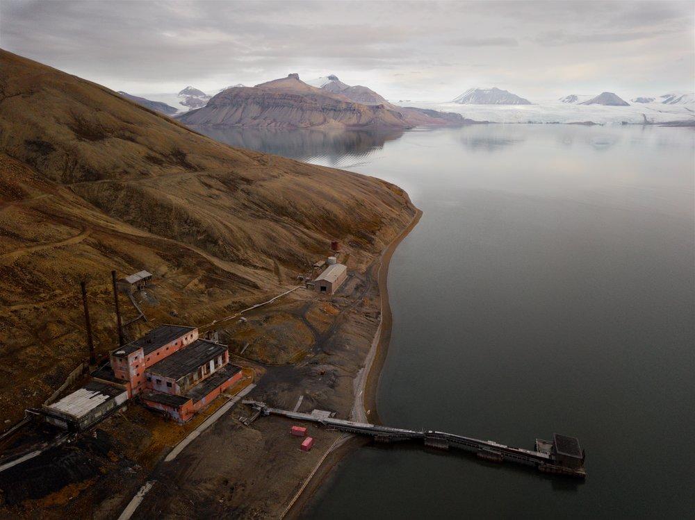 Svalbard / Pyramiden coal mining detritus & glacier