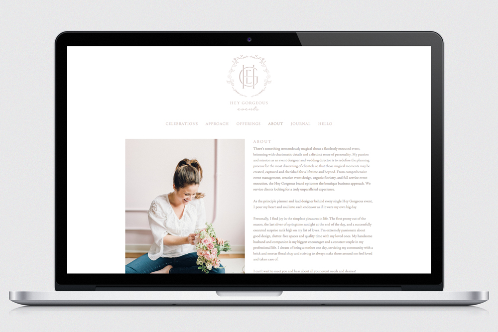 A clean site that Rhi can now easily update with her beautiful new work.