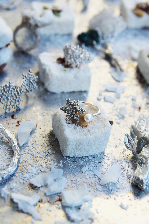 кольцо - снежинка двойное. 4.000 р.  материалы: серебро, жемчуг техника: литье  артикул: WIN