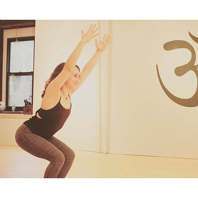Feelin' those Friday vibes ✨ Come take a class this weekend! Schedule below:  Friday 615pm Slow Flow + Aromatherapy with Ellie  Saturday  10am Reggae Vibes Slow Flow with Emily Sunday  945am Honey Flow with Allie  5pm Restorative with Emily