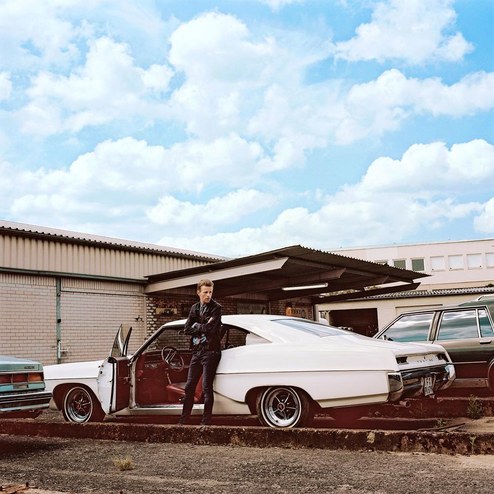 ALEX & AMERICAN CARS