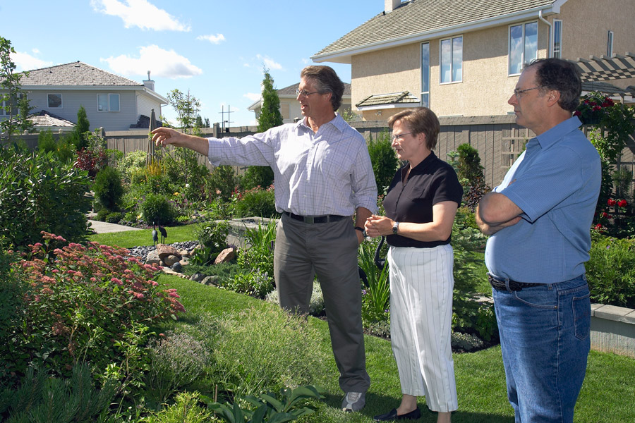 Jim-Hole-right-in-your-backyard-onsite-consultations-900x600_1.jpg