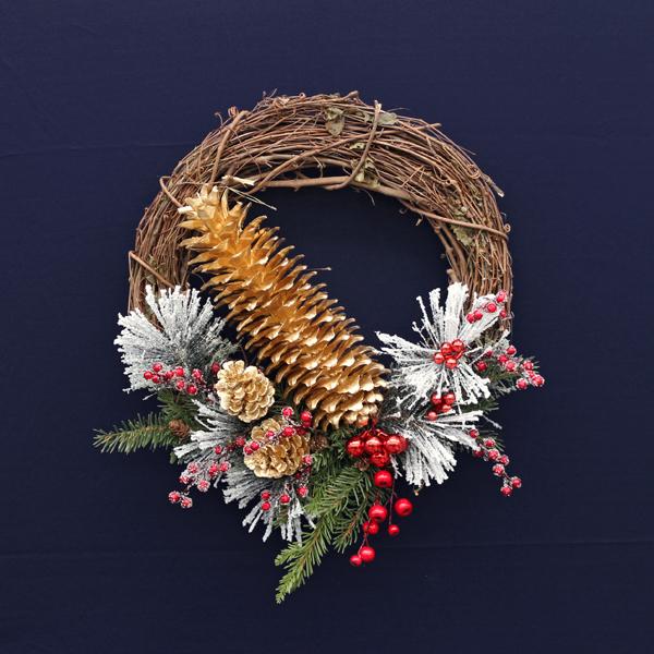 2018-Winter-Faux-Floral-Wreath-1_72dpi.jpg