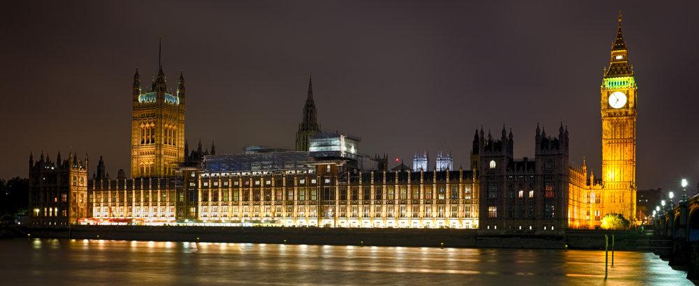 Houses of Parliament, London, 2016 Wieder mit ohne Stativ, Kamera auf der Kaimauer hingestellt, Fuji X100T