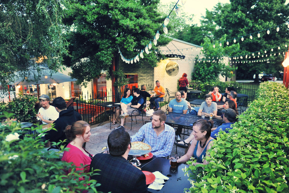 Moonlight Pizza Company Patio & Outdoor Dining