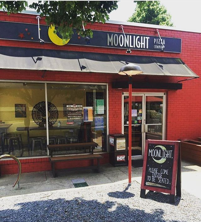 It's a beautiful day outside! Come grab some lunch and join us on our patio 🌙✨ #moonlightpizzaco #saturday #raleigh #raleighnc #raleigheats #919 #919eats #dtraleigh