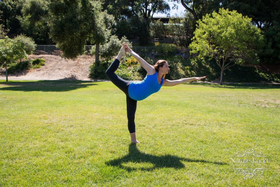 38 weeks pregnant Dancers pose