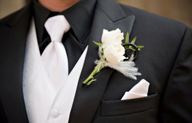 groom-boutonniere-feathers.jpg