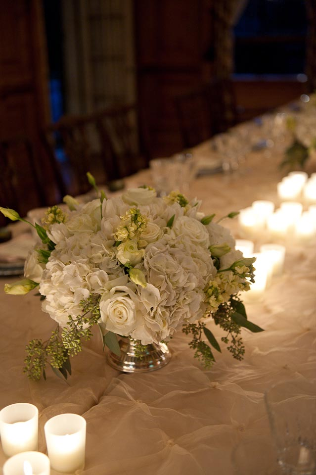 white flower centerpiece.jpg