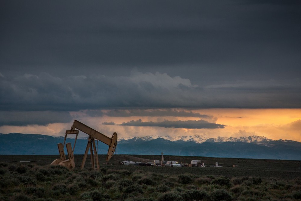 pumpjack_sunset_mountains_shoshoni_wyoming-1024x682.jpg