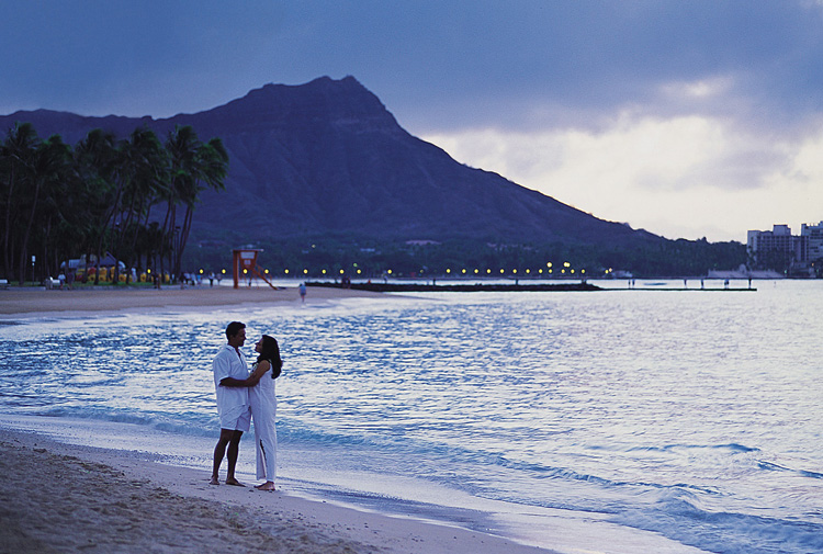 HiltonHawaiianVillage_Couple