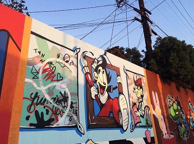 ✨✨✨ - 📸: @amazingdiego1 #ninasworld #ninapalomba #startla #startlosangeles #mural #streetart #cartoon #disney #rogerrabbit #colorful #la