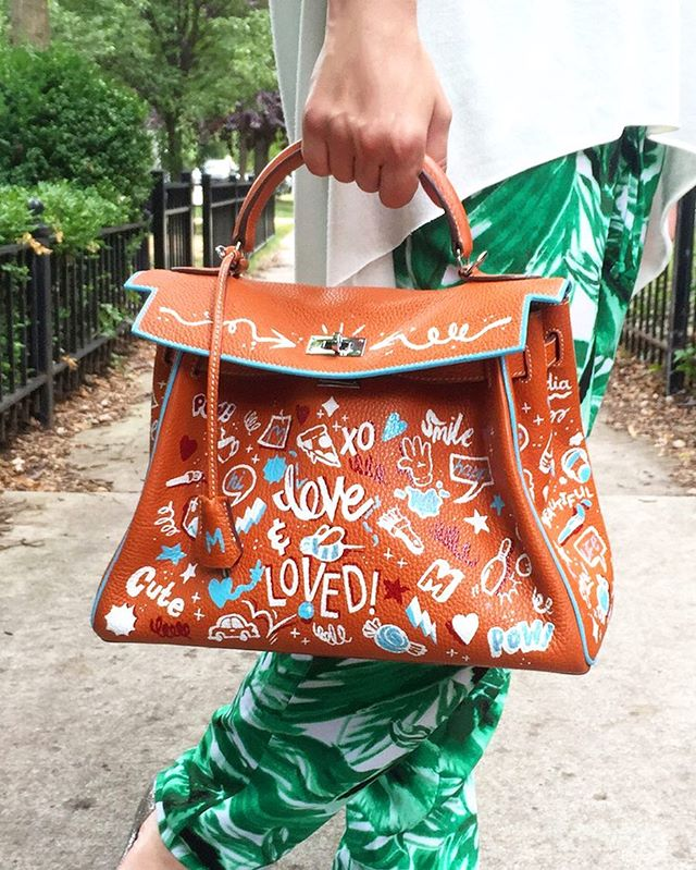 Customized @hermes for @monikadixon 🐝✨ #ninasworld #ninapalomba #monikadixonpr #hermes #hermesbag #fashion #custom #handpainted