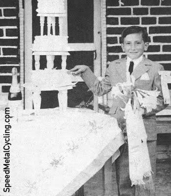 A young Herrera celebrates his First Communion (photo Mundo Ciclistico)