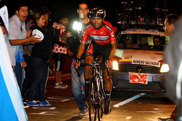 Night time time trial at the Vuelta a Colombia.