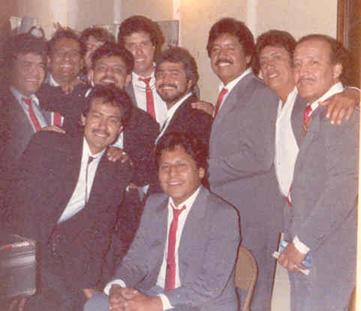 ConLos ReyesLocoshemos compartido el escenario muchas veces, aquí estamos el día que nos conocimos (1985).