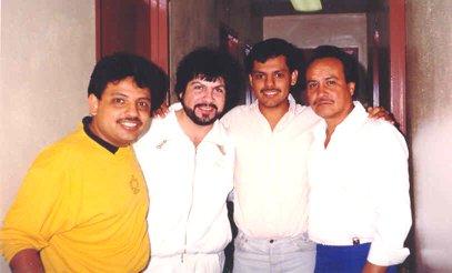 """""""Una noche de gran cartel en el """"Fresno Convention Center"""" de la bonita Ciudad de Fresno, California 1989:  =Buky´s ,Freddy´s y Mr. Chivo.=  Aquí con Joel Solís (Buky´s), Arturo Cisneros (Freddy´s), Ricardo Pérez, como siempre en los momentos claves de nuestra carrera y Juan Carlos Pérez."""