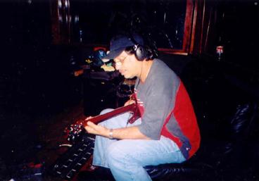 Luis Alberto, dirigiendo la grabación como siempre, cuidando todos los detalles.