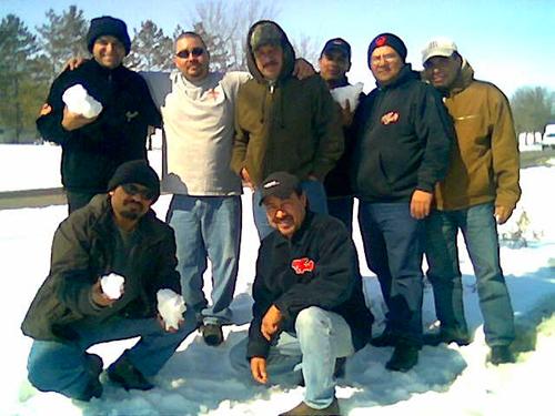 En el Invierno pasado, tuvimos unas presentaciones en el Estado de Michigan, y al llegar al Aeropuerto vimos con agrado que todo estaba nevado, por lo que inmediatamente nos dirigimos a algunos parques a tomarnos fotos y a jugar con la Nieve.