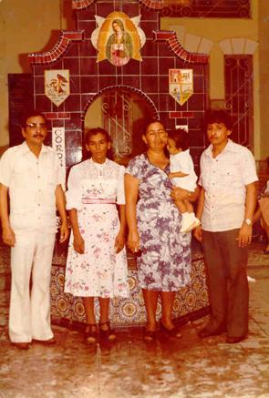 En mi bautizo, aquí de izquierda a derecha, mi padre, Clemente Herrera (q.e.p.d.), mi madre Ángela Garza, mi madrina Gloria y mi padrinoSalvador.