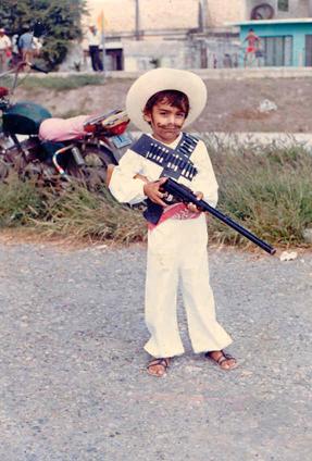 Cuando tenía 6 años de edad así celebré el 20 de Noviembre, me sentía todo un revolucionario.