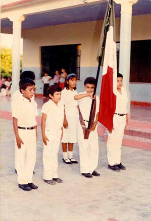 A los 10 años de edad, llegué a portar la bandera en 5ª año, ¡¡ realmente me sentía muy orgulloso y felìz !!.