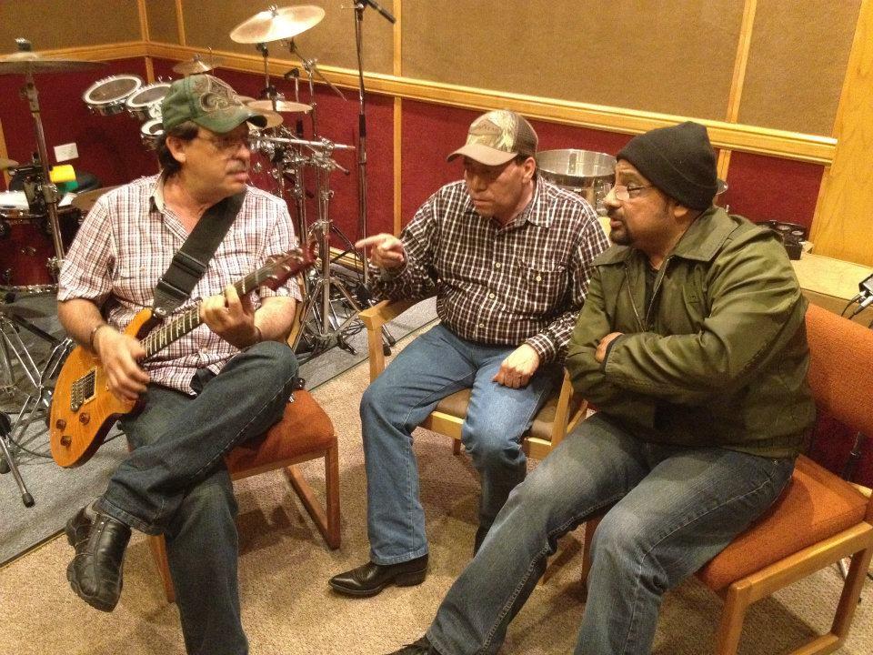 Luis Alberto, Nacho Sauceda, y Juan Carlos durante la grabacion...