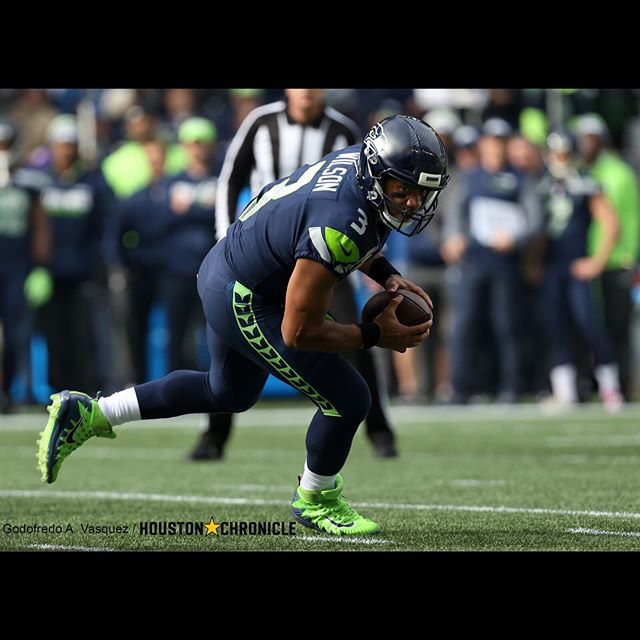Russell Wilson did Russell Wilson things 🤷🏽‍♂️ #HoustonTexans #SeattleSeahawks #photojournalism