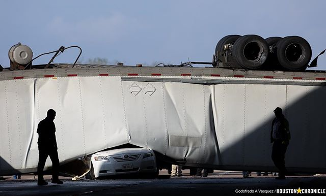 An 18-wheeler drove off the southbound U.S. 59 Freeway overpass and landed on a sedan on University Boulevard in Sugar Land, Texas. #sugarlandtx #houston #hounews