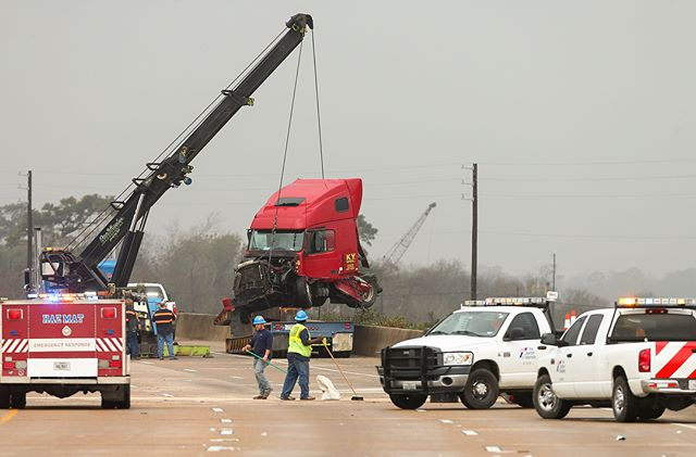 Motorists waited for I-10 West to reopen after an 18-wheeler was involved in a crash. #Houston #hounews
