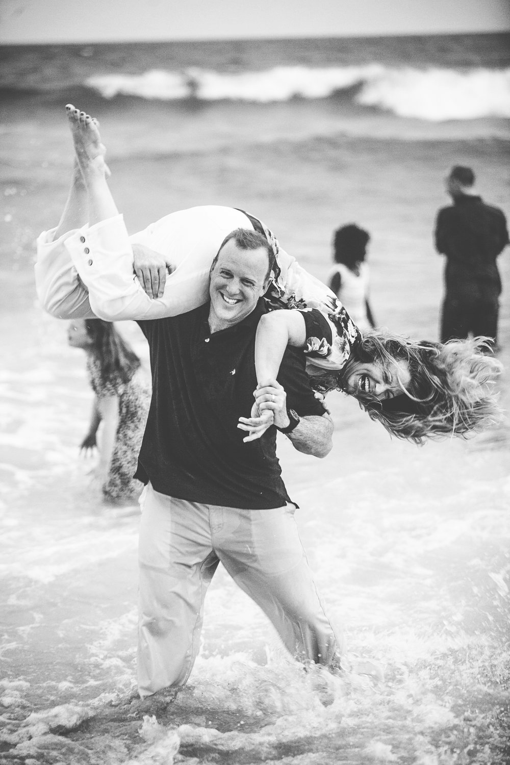 Crazy family at the beach portraits