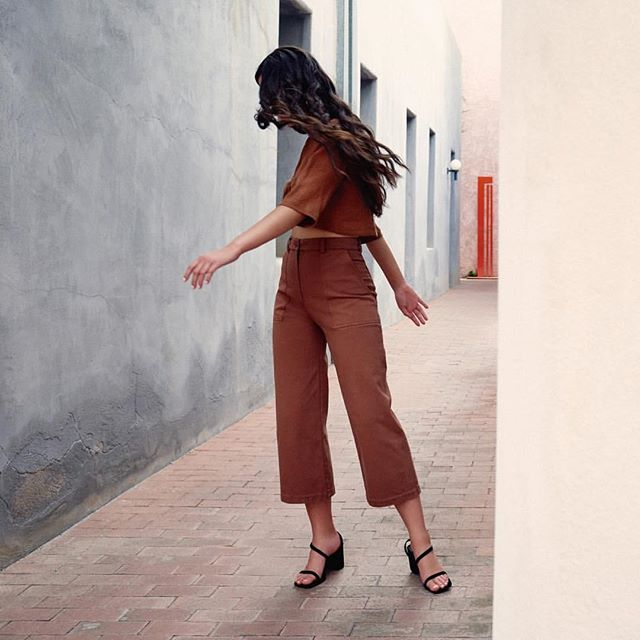 Anyone else doing a happy dance for spring? 💃🏻🙋🏻‍ 📷: @firstriteclothing gorgeous Adobe cargo trousers and Clay tie top #LiveTapered