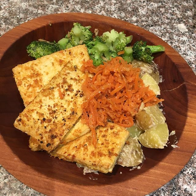 20 minutes meals. Steamed potatoes with umeboshi plum vinegar, tahini, olive oil, salt and pepper. Served with garlic broccoli and brags sauce. Topped with tofu fried in nutritional yeast, salt and pepper. Amazing and healthy. #liveplantbased #vegan #nourish #comfortfood