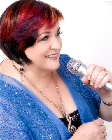 Robyn Mills - Singer