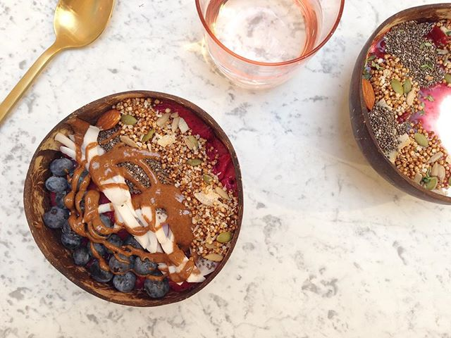 Our limited edition #LFW dishes at @glowbarldn were so popular, they've added a new selection of Qnola bowls to the menu permanently 🙌🏼 they're here to stay! #wakeupwell