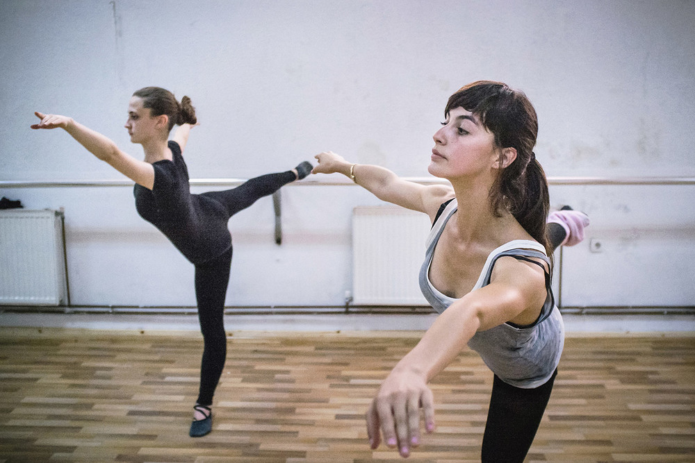 Two ballet students during a daily rehearsal.