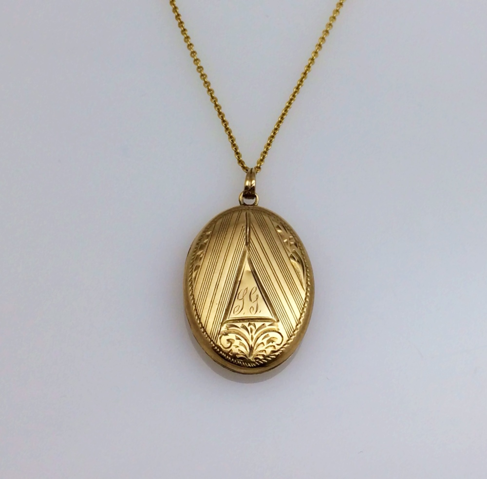 locket_oval_front.JPG