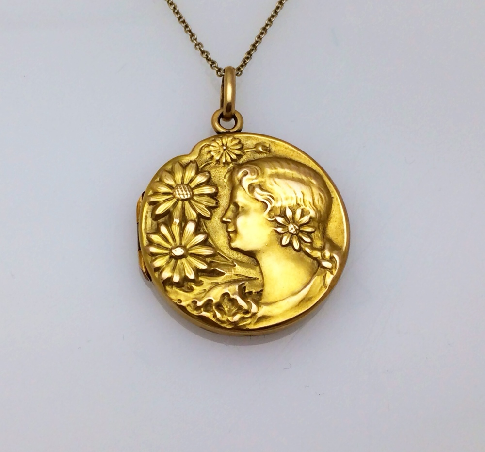 locket_lady_front.JPG