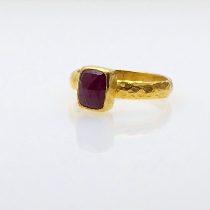rectangle ruby hammered shank.JPG
