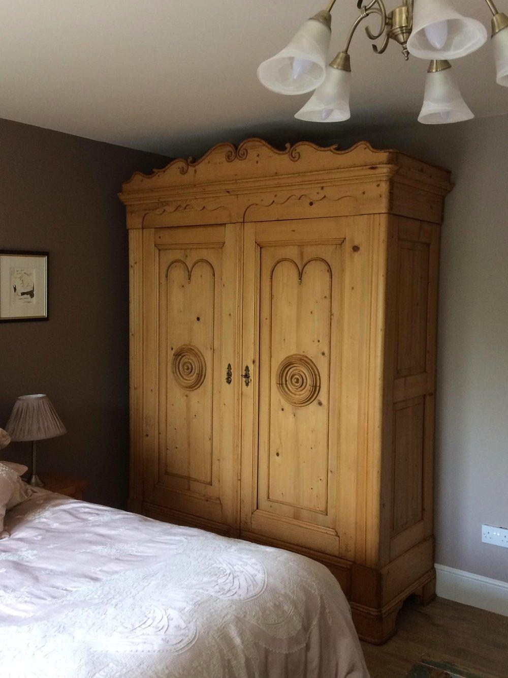 Elaborate+antique+pine+wardrobe