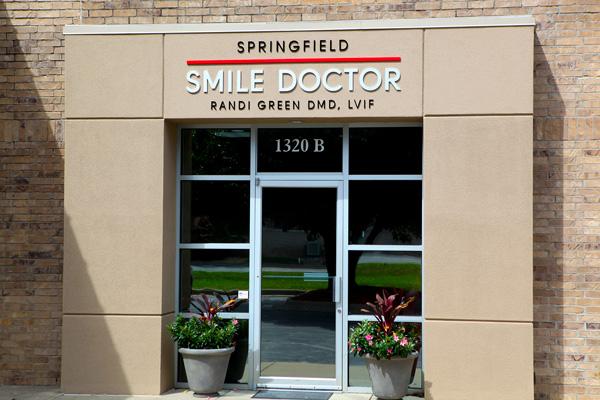 springfield-smile-doctor-randi-green-dmd-lvif-springfield-practice-web.jpg