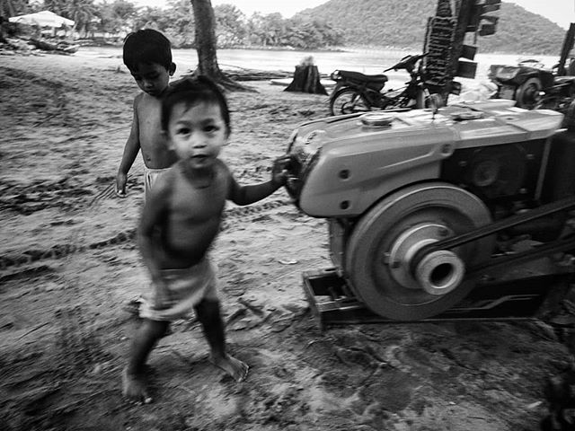 Local village kids at koh rong samloem, Cambodia. #villagepeople #cambodia #kohrongsamloem #kohrong #island #streetphotography #travel  #travelphotography #phonetography #blackandwhite #bnw #blackandwhitephotography #bnwphotography #kids  #kanmanphotography