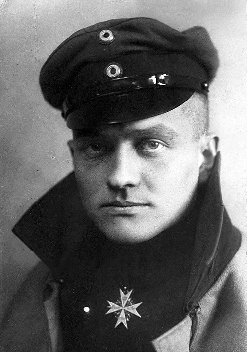 """Red Baron"" Manfred von Richthofen. Photography: Willi Sanke postcard #503 (cropped). Immediate source: The Wartenberg Trust, Public Domain, https://commons.wikimedia.org/w/index.php?curid=18314105"