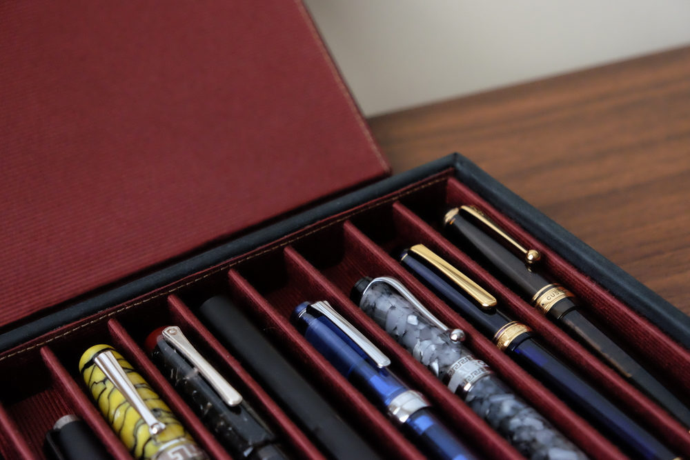 The red cloth inserts on the Covered Pen Tray look like they are durable and will stand up to heavy use.
