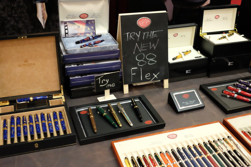 The Aurora Flex Pen Demo at last week's 2017 Baltimore Washington International Pen Show