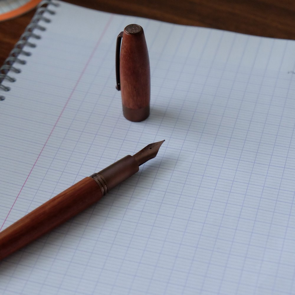 The brushed bronze-colored trim complements the wood nicely. This picture shows the fountain pen in pear wood.