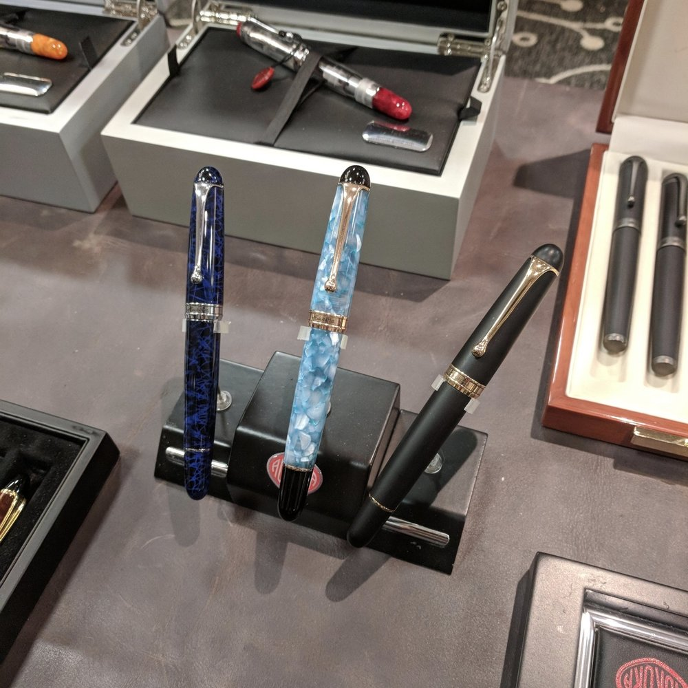 Two new pens from Aurora that are sure to be successful: on the left, the Sigaro in blue, and in the middle, the 88 Urano, which I understand will be extremely limited and hard to get. If you're interested, place a pre-order now!